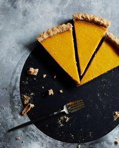 Hazelnut Pumpkin Tart with a layer of chocolate Tart Recipes, Sweet Recipes, Dessert Recipes, Sweet Pie, Sweet Tarts, Pumpkin Tarts, Pumpkin Spice, Food Journal, Recipe Journal