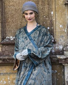 Lily James in Downton Abbey. Costume design by Anna Mary Scott Robbins. Downton Abbey Costumes, Downton Abbey Fashion, Carolina Herrera, Downton Abbey Season 6, Lily James Downton Abbey, Karl Lagerfeld, Vintage Outfits, Vintage Fashion, Classic Fashion