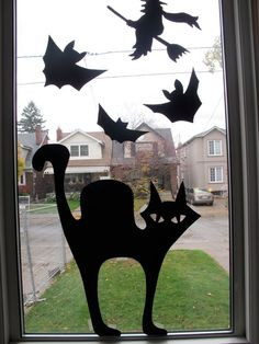 paper silhouettes - - for halloween. Comida De Halloween Ideas, Halloween Decorations For Kids, Easy Halloween Crafts, Homemade Halloween, Halloween Party Decor, Halloween Window Display, Halloween Window Silhouettes, Spooky Halloween, Outdoor Halloween