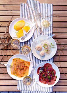 C'est l'été : c'est le temps de la farniente ! Carpaccio de boeuf, saumon fumé, coquilles St Jacques, mangue en tranches