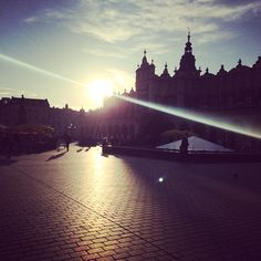 #krakow #cracovie #rynek #mainsquare #sun #november #beauty #magical #moment #instagood #instalife #poland #lovepoland #travel