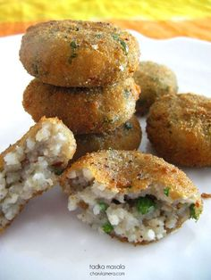Cutlets made with poha or beaten rice with potatoes and cheese. A different way to serve up your daily breakfast. Your kids are gonna love this one. Veg Recipes, Indian Food Recipes, Vegetarian Recipes, Cooking Recipes, Recipies, Snack Recipes, Healthy Recipes, Cooking Tips, Jain Recipes