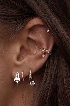 ear piercings four holes ~ four ear piercings . four ear piercings lobe . four ear piercings studs . four ear piercings simple . four ear piercings ideas . four ear lobe piercings studs . ear piercings four holes . multiple ear piercings four Ear Jewelry, Cute Jewelry, Stone Jewelry, Jewelry Accessories, Jewelry Bracelets, Trend Accessories, Jewelry Making, Jewellery Earrings, Jewelry Findings