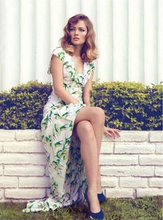 gorgeous dress/gams, pin-up without being costume-y