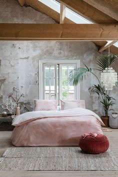 Cloudy Days - With the Walra Cloudy Days in pink you'll know how it feels to wake up in the middle of a cloud Room, Interior Inspiration, Duvet, Home Decor, Bed, Duvet Covers, Luxury Bedding, Cloudy Day, Bedroom Styles