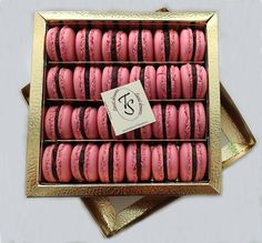 macarons-chocolate with raspberry