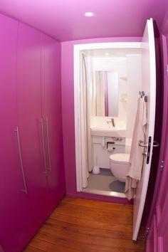 Profitez aussi d'une salle de bain privative dans les chambres simples et les studios. Strasbourg, Studios, Bathtub, Decorating Ideas, Europe, Rooms, Interiors, Bathroom, Pink