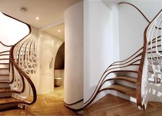 Stairway to heaven - modern staircase starting at baseboard design.