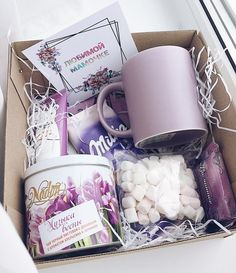 New diy gifts baskets for bff ideas Cool Gifts For Kids, Diy Gifts For Friends, Birthday Gifts For Best Friend, Christmas Gifts For Friends, Xmas Gifts, Cute Gifts, Themed Gift Baskets, Birthday Gift Baskets, Diy Gift Baskets