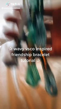 Diy Bracelets Patterns, Yarn Bracelets, Diy Bracelets Easy, Summer Bracelets, Bracelet Crafts, Bracelet Designs, Diy Friendship Bracelets Tutorial, Diy Friendship Bracelets Patterns, Bracelet Tutorial