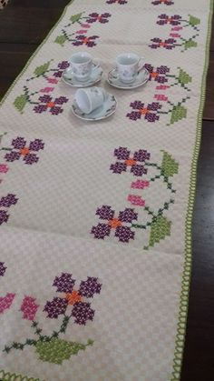 Chicken Scratch, Magnolia Flower, Blackwork, Hand Stitching, Gingham, Hand Embroidery, Diy And Crafts, Cross Stitch, Sewing