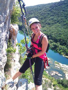 Descente en rappel de 40m en fin de parcours de la via-ferrata de Collias dans les Gorges du Gardon.