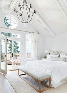 15 dreamy master suites 2019 Lots of light high ceilings (love that chandelier) topped off by a great view! Liked @ Homescapes Home Staging www.homescapes-sd The post 15 dreamy master suites 2019 appeared first on Bedroom ideas. Home Staging, End Of Bed Bench, Bench Seat, All White Room, White On White, White Walls, White Space, White Wood, White Light