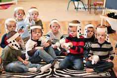 Haha!  The cutest little puppy-dog-themed party for kids... someday I'm going to do this!  Maybe next year for Tony's birthday!