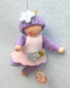 lucky coin fairy Felt Crafts, Diy And Crafts, Wooden People, Elves And Fairies, Baby Ornaments, Waldorf Toys, Felt Dolls, Felt Art, Sewing Techniques