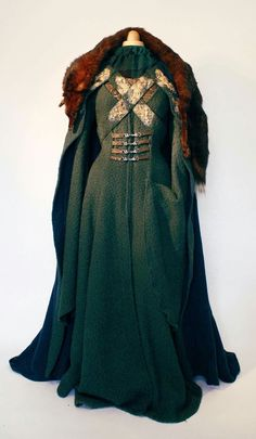 Game of Thrones Lady Catelyn Tully Stark gown cosplay costume dress medieval garment larp cape Sansa by www.volto-nero.com