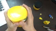 Reciclando com o tema LEGO   Hoje o especial de LEGo não terá as pecinhas e sim a carinha dos bonecos Lego  Você pode escolher as diversas caras divertidas: Para fazer as carinhas você vai precisar de:  Potes de plástico (melhor de plástico para não quebrar) Tinta amarela Canetinha permanente preta e vermelha  Acesse o site e confira os 30 dias sem parar com LEGO http://ift.tt/1oBoEWj