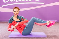 Pokud při posilování břicha vynecháváte šikmé břišní svaly, děláte chybu. Právě ty vám totiž mohou zajistit štíhlý pas. Zkuste proto tyto 3 cviky!