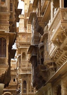"""Jaisalmer, being called as """"Golden City"""" as the city has forts and temples built with yellow sand. - This is how I see a lot of the ornate and jostling architecture of Kallorm. Indian Architecture, Ancient Architecture, Beautiful Architecture, Beautiful Buildings, Modern Buildings, Jaisalmer, Varanasi, Pakistan Reisen, Places Around The World"""