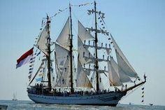 KRI dewaruci AAL cadet training ship RI