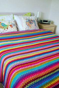 48 Free and Fabulous Crochet Blanket Pattern ideas for Winter Part 2 Granny Stripe Crochet, Granny Stripes, Granny Stripe Blanket, Striped Crochet Blanket, Crochet Bedspread Pattern, Easy Crochet Blanket, Crochet Motifs, Afghan Crochet Patterns, Knitted Blankets