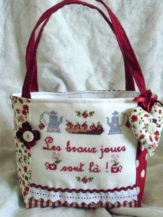 Petit SAC Panier LES Beaux Jours Sont LÀ Broderie Point DE Croix | eBay Fabric Purses, Fabric Bags, Fabric Storage Baskets, Bag Storage, Patchwork Bags, Quilted Bag, How To Make Handbags, Purses And Handbags, Purse Tutorial