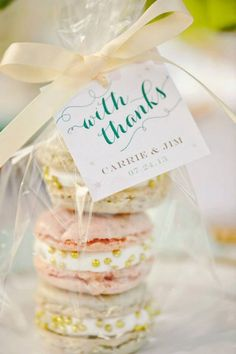 DIY wedding ideas and tips. DIY wedding decor and flowers. Everything a DIY bride needs to have a fabulous wedding on a budget! Macaroon Wedding Favors, Macaroons Wedding, Macaron Favors, Homemade Wedding Favors, Creative Wedding Favors, Unique Wedding Favors, Wedding Party Favors, Unique Weddings, Wedding Gifts