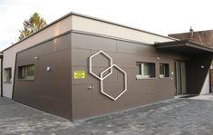 In Tulln erbaute GENBÖCK HAUS dieses Ordinationszentrum, wo unter anderem die Dermatologie Dr. Krista Ainedter untergebracht ist. Lokal, Garage Doors, Outdoor Decor, Home Decor, Doctor Office, Projects, Homes, House, Decoration Home