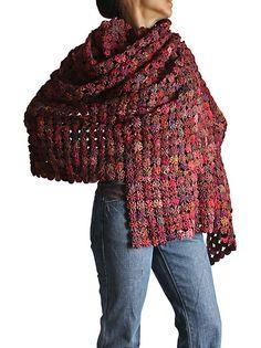 Vintage Mudmee Thai Silk YoYo Quilt Shawl by SawanAsia. Yo-yo's could make a comeback! Sewing Hacks, Sewing Crafts, Quilting Projects, Sewing Projects, Yo Yo Quilt, Kanzashi, Fabric Jewelry, Fabric Manipulation, Crochet Shawl