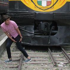 2016/07/11 14:15:17  elemdoc  Cuidadooooooo #MRPORTER #MRFASHION #tren#ferrocarril#bacha#caminamos#teextraño#meem#vamonosdeahi
