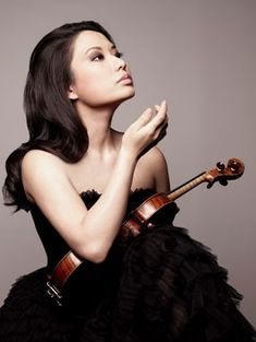 Sarah Chang    http://tipsforclassicalmusicians.com/2010/05/20/10-famous-violinists-alive-in-the-classical-music-world/