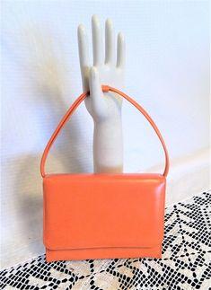 Vintage Mod Orange Vinyl Purse by Mar-Shel Handbags Vintage Purses, Vintage Bags, Vintage Handbags, Vintage Outfits, Vintage Fashion, Handbags For School, Diy Purse, Orange Bag, Ribbed Fabric