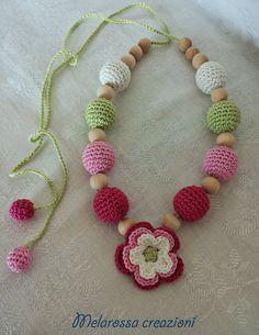 Collana allattamento bambini all'uncinetto con fiore e perle di legno rivestite in cotone,fucsia,rosa,bianco,verde lime,idea regalo nascita