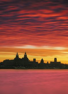 Liverpool - A place I will never tire of, there is always something new to discover - Capital of Culture. Liverpool Life, Liverpool Skyline, Liverpool History, Liverpool England, Sunset Photography, Landscape Photography, Drawing Sunset, Night Skyline, Skyline Silhouette
