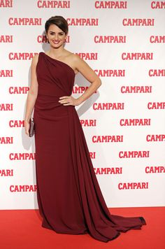 Penelope wore this rich burgundy gown with a side train for her exquisite Milan look. Brand: Armani Prive