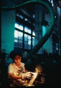 Magnum Photos Photographer Portfolio Street Photography, Portrait Photography, Elliott Erwitt, Migrant Worker, Photographer Portfolio, Famous Photographers, The New School, Magnum Photos, Photojournalism