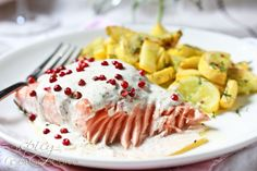 Roasted Salmon with Pink Peppercorn Sauce. Roasted Salmon with Pink Peppercorn Sauce for Mother's Day! Easy Salmon Recipes, Easy Dinner Recipes, Great Recipes, Favorite Recipes, Paleo Dinner, Seafood Diet, Seafood Recipes, Korn, Horseradish Recipes