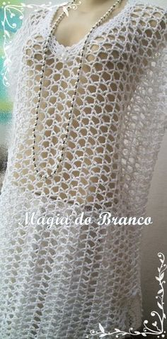 Piece made of white cotton thread, with detail of a flower. - Solange Candida de Jesus - - Piece made of white cotton thread, with detail of a flower. Bikini Crochet, Knitted Poncho, Crochet Cardigan, Filet Crochet, Crochet Lace, Crochet Capas, Crochet Woman, Crochet Fashion, Cotton Thread