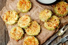 These Baked parmesan zucchini chips are crispy and delicious, perfect for a side dish or just as a snack (keto-friendly snack). Parmesan Zucchini Chips, Recipes With Parmesan Cheese, Zucchini Chips Recipe, Vegan Zucchini, Breaded Zucchini, Diet Snacks, Healthy Snacks, Diet Meals, Keto Cocktails