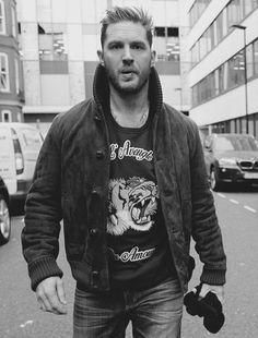 Image about tom hardy in Boys by Fannili on We Heart It Look At You, How To Look Better, Gorgeous Men, Beautiful People, Tom Hardy Hot, Tom Hardy Beard, Men's Toms, Raining Men, Actors