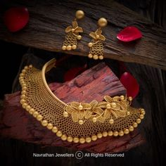 Dubai Gold Jewelry, Real Gold Jewelry, Golden Jewelry, Gold Jewellery Design, Diamond Jewellery, Pakistani Bridal Jewelry, Indian Bridal Jewelry Sets, Bridal Jewellery, Necklace Set