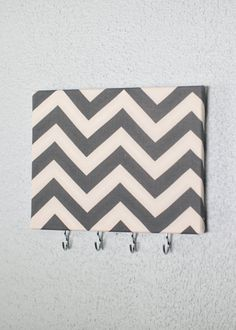 Ideas For Jewerly Organizer Canvas Cork Boards Diy Cork Board, Cork Boards, Vintage Thrift Stores, Cute Bedroom Decor, Jewelry Hanger, Grey Chevron, Camping Crafts, Gold Art, Diy Wall Art