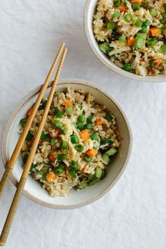 (gluten-free, paleo) Cauliflower fried rice is a healthier alternative to the much loved Chinese stir fry favorite. Paleo Recipes, Asian Recipes, Healthy Dinner Recipes, Healthy Menu, Lunch Recipes, Carne Asada, Easy Whole 30 Recipes, Whole Food Recipes, Easy Recipes