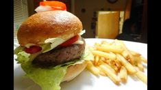 Hamburger bez lepku - recept na žemle a náplň. Hamburger, Ethnic Recipes, Food, Youtube, Essen, Burgers, Meals, Yemek, Youtubers