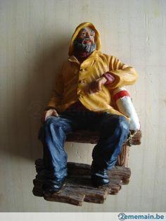 Statuette en résine de marin pêcheur en ciré jaune - A vendre