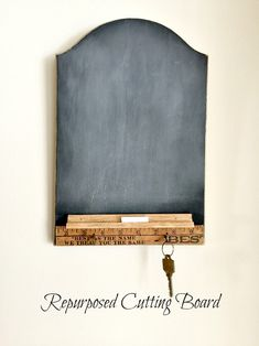 Make a Cutting Board into a Chalkboard Center www.homeroad.net #chalkboard #memoboard #messagecenter #farmhousestyle #repurposed #cuttingboard