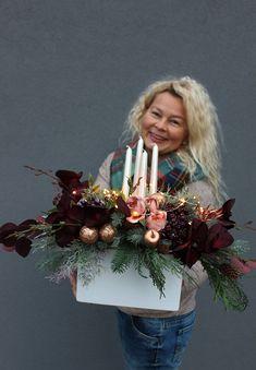 Pin by Monika Szwed Olesińska on christmas deco Christmas Swags, Christmas Candles, Rustic Christmas, Christmas Mood, Christmas Ornaments, Christmas Arrangements, Christmas Centerpieces, Christmas Decorations, Christmas Blessings