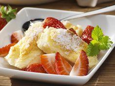 Quark-Gratin mit Erdbeeren | Kalorien: 451 Kcal - Zeit: 1 Std. | http://eatsmarter.de/rezepte/quark-gratin-mit-erdbeeren