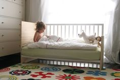 DIY crib conversion into a mini-daybed + toddler bed - Modern Diy Crib, Diy Bed, Kids Furniture, Furniture Design, Diy Toddler Bed, My Bebe, Baby Shower, Baby Bedroom, How To Make Bed