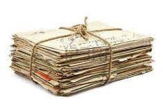 De vader van John heeft een hele hoop brieven achtergehouden waar John pas na de dood van zijn vader is achter gekomen.